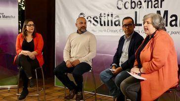 María Díaz, José García Molina, Juan Ramón Crespo e Isabel Álvarez el pasado 18 de octubre, fecha en la que IU y Podemos anunciaron la confluencia de ambas formaciones en CLM.