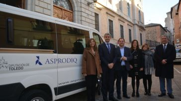 La Diputación de Toledo entrega un vehículo a ASPRODIQ para facilitar la integración de personas con discapacidad