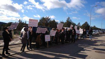 Pueblos Vivos Cuenca organiza una protesta contra la ganadería industrialen un acto de ASAJA