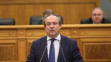 El consejero de Hacienda, Juan Alfonso Ruiz Molina, durante una intervención en el Parlamento regional.