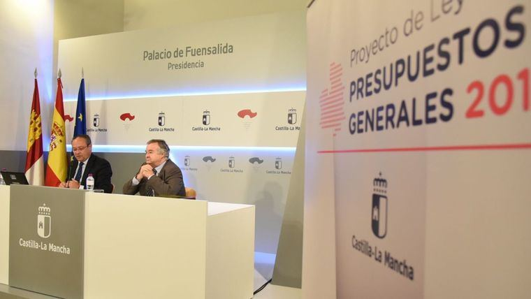 El consejero de Hacienda y Administraciones Públicas, Juan Alfonso Ruiz Molina, en la presentación del proyecto de Ley de Presupuestos Generales de Castilla-La Mancha para 2018.