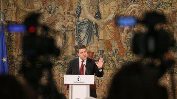 García-Page durante el encuentro con medios de comunicación de la región.