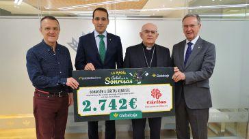 Cáritas Diocesana de Albacete recibe de Globalcaja la recaudación del espectáculo solidario 'La Magia del Arbol de las Sonrisas'