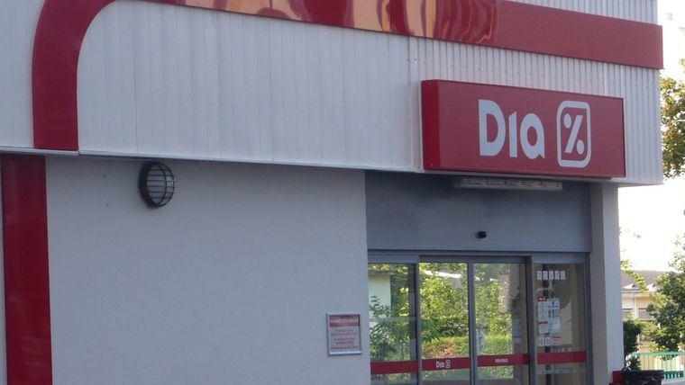 Los supermercados Dia retiran un lote completo de producto por posible defecto de esterilización
