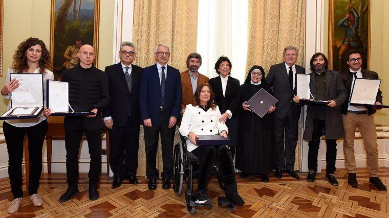 Isabel Celaá entrega las Placas de Honor de la Orden Civil Alfonso X el Sabio a seis centros educativos