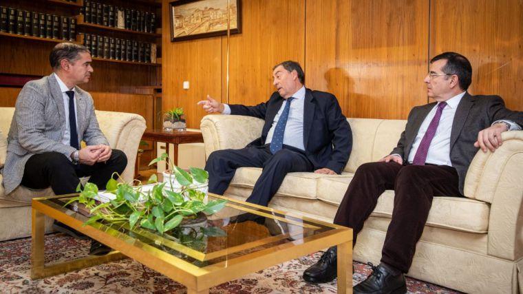 Manuel González Ramos agradece al presidente de la Audiencia Provincial la dedicación desempeñada durante su trayectoria profesional
