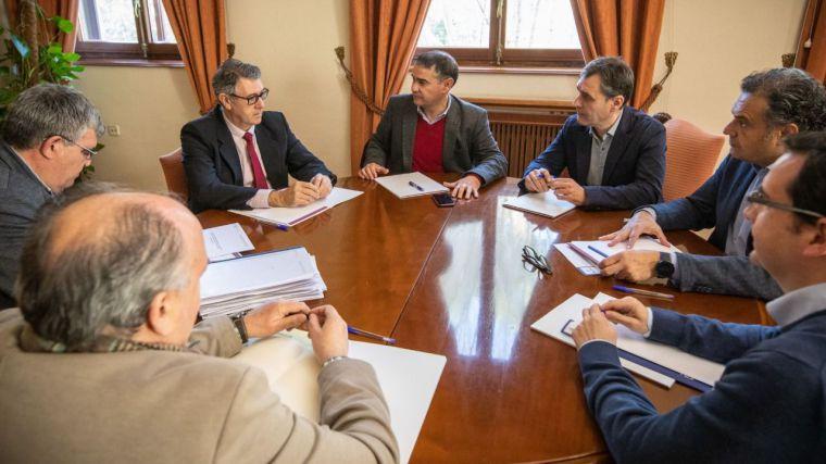González Ramos y la CHS se comprometen a resolver los expedientes de los regantes de Hellín en el menor tiempo posible