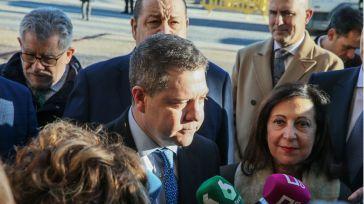 Imagen tomada el 6 de febrero, día en el que Emiliano García-Page acudió a la firma del convenio para la implantación del nuevo campus de la UAH junto a junto a la ministra de Defensa del gobierno de Pedro Sánchez, Margarita Robles.