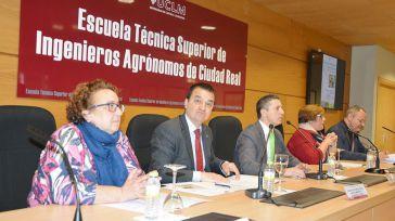 El director de la Escuela de Agrónomos de Ciudad Real propone un 'cuaderno de agua' en las explotaciones agrícolas para su control