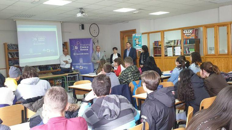 Latre se interesa por el desarrollo del programa de emprendimiento de la Diputación 'Crece e Innova'