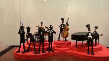Una exposición de plastilina muestra la historia de la música a través de 20 escenas en el Centro San José