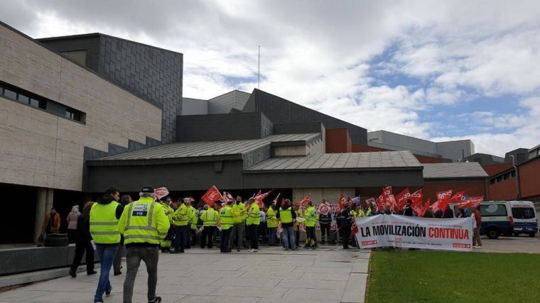 Los trabajadores del transporte sanitario inician el camino de la huelga general con una concentración en Ciudad Real