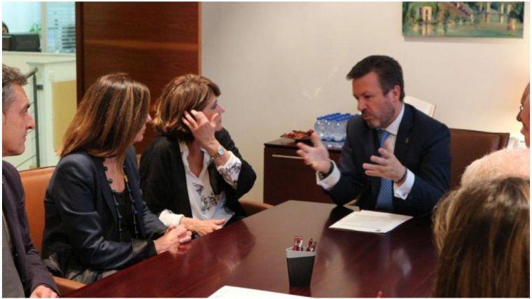 La ministra Delgado cierra con un accidente su visita a Toledo, plagada de reivindicaciones de los profesionales de Justicia