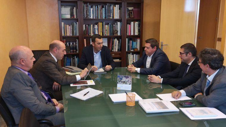 El Gobierno regional analiza con el Ayuntamiento de Cobisa y la CHT las alternativas para la mejora del drenaje en el municipio ante posibles inundaciones