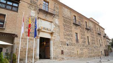 Fachada del Palacio de Fuensalida, sede del gobierno regional.