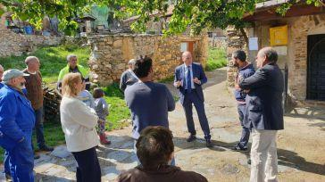 Latre visita Corralejo y Bocígano para escuchar a los vecinos y recoger sus preocupaciones