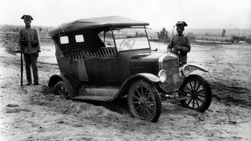 El Archivo Histórico Provincial de Toledo acoge hasta el 15 de julio la exposición 'Sobre ruedas', un recorrido a la historia de la automoción en la provincia